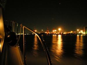 クルーザーの室外から見えた夜景